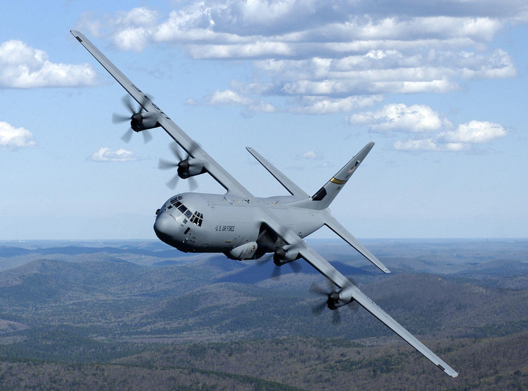 HASTEKJØP: Det norske Luftforsvaret kan få fire nye Hercules C 130J-30 fly i 2009, dersom regjeringen vil. Amerikanerne har sagt seg villige til å avse fire fly til Norge.