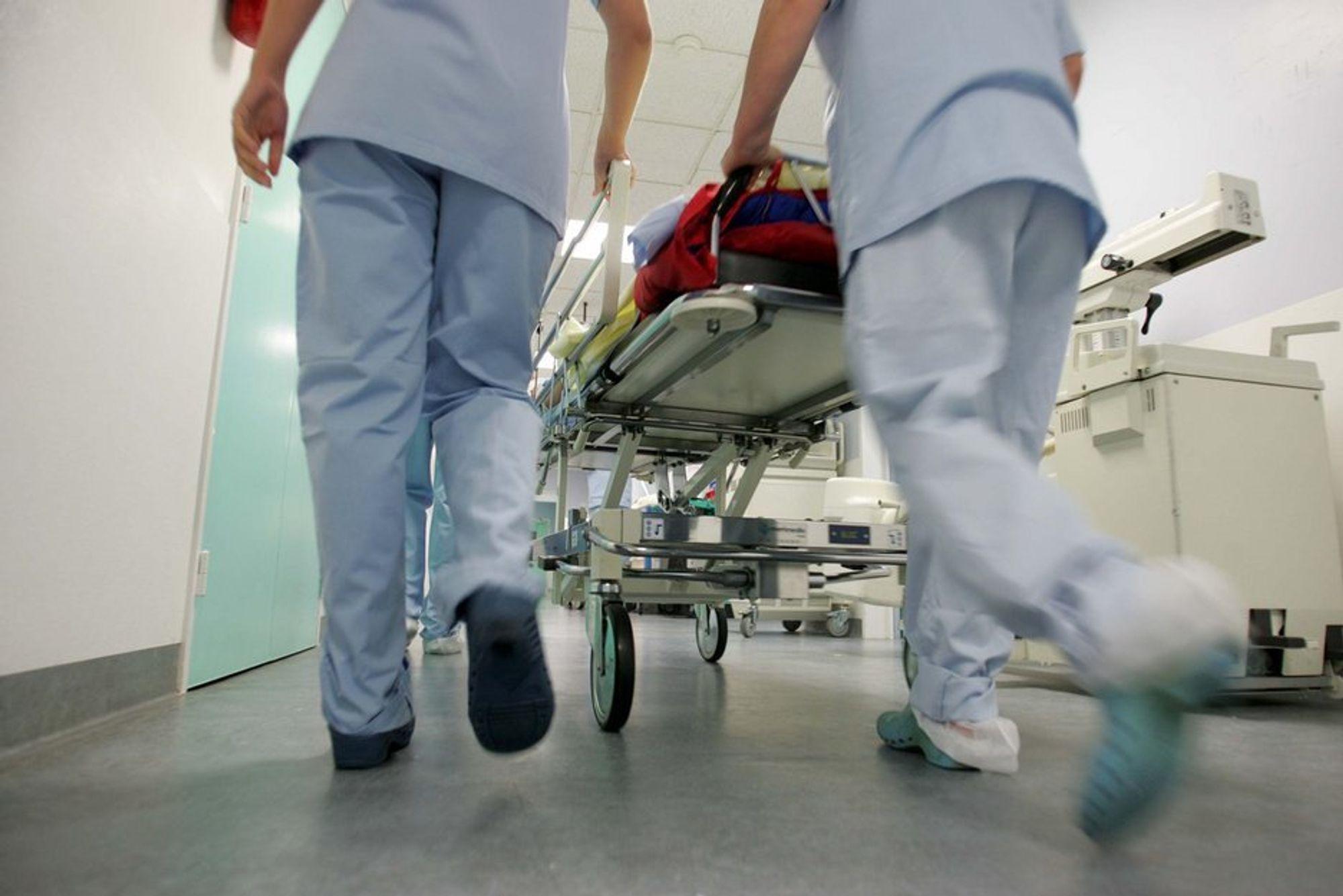 Sykepleiere. Sykehus. Sykepleie. Helsevesenet. Helsevesen. Syk. Sykdom. Akutt. Ambulanse. Kvinnearbeidsplasser. Kvinneyrke.