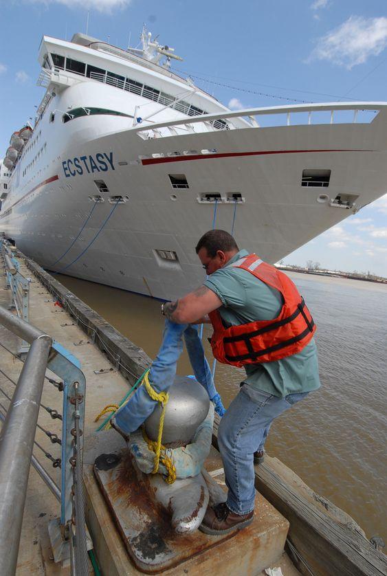 New Orleans, Louisiana: Cruiseskipet Ecstasy fra Carnival Cruise ble leid inn som husvære for hjelpemannskaper, brannfolk, politi og medisinsk personell. Først i februar i år kunne skipet gå tilbake til ordinær cruisetrafikk.
