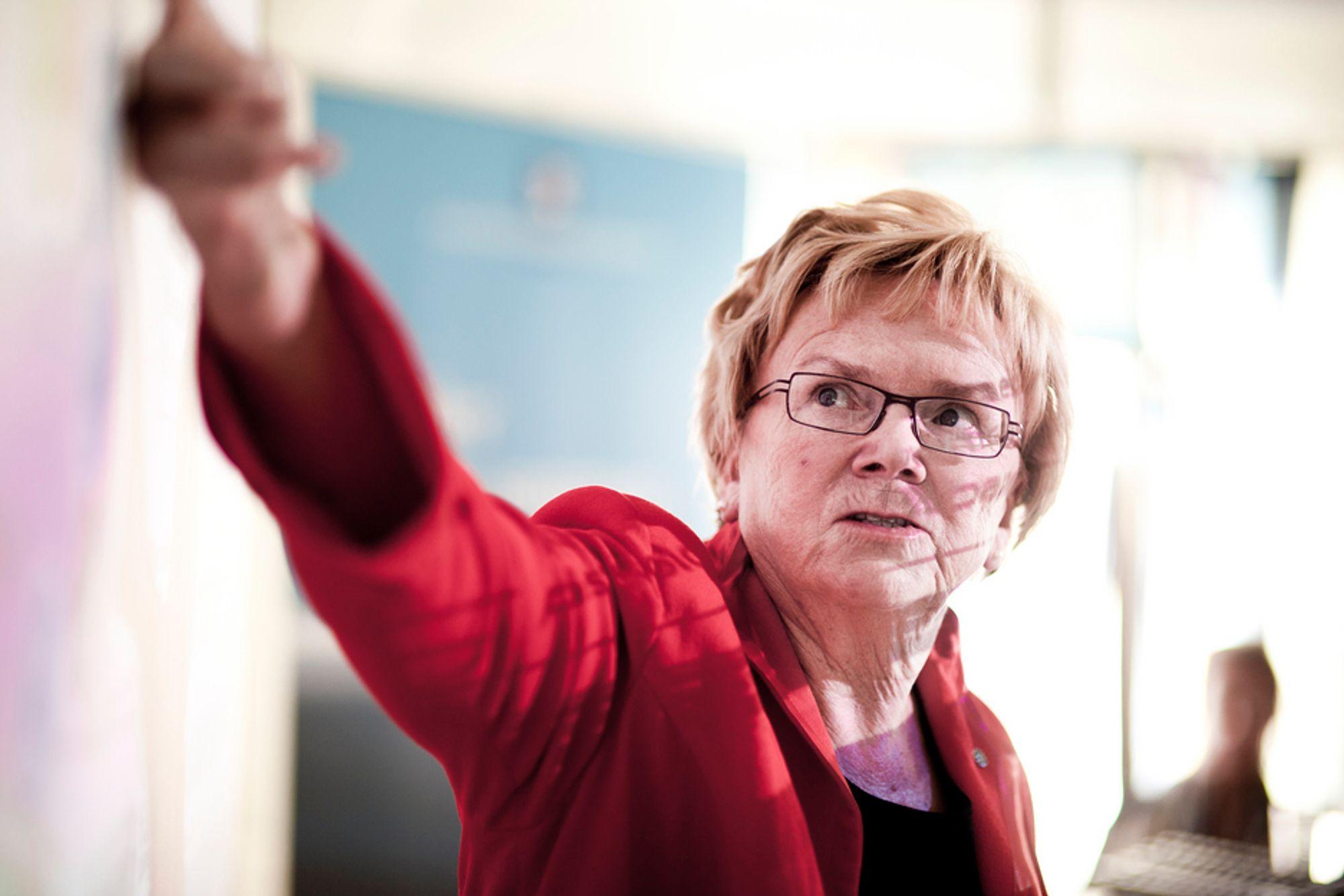 LOVER: Samferdselminister Magnhild Meltveit Kleppa sier det eksisterende vei- og banenettet ska lvære i tipp topp stand om 20 år.