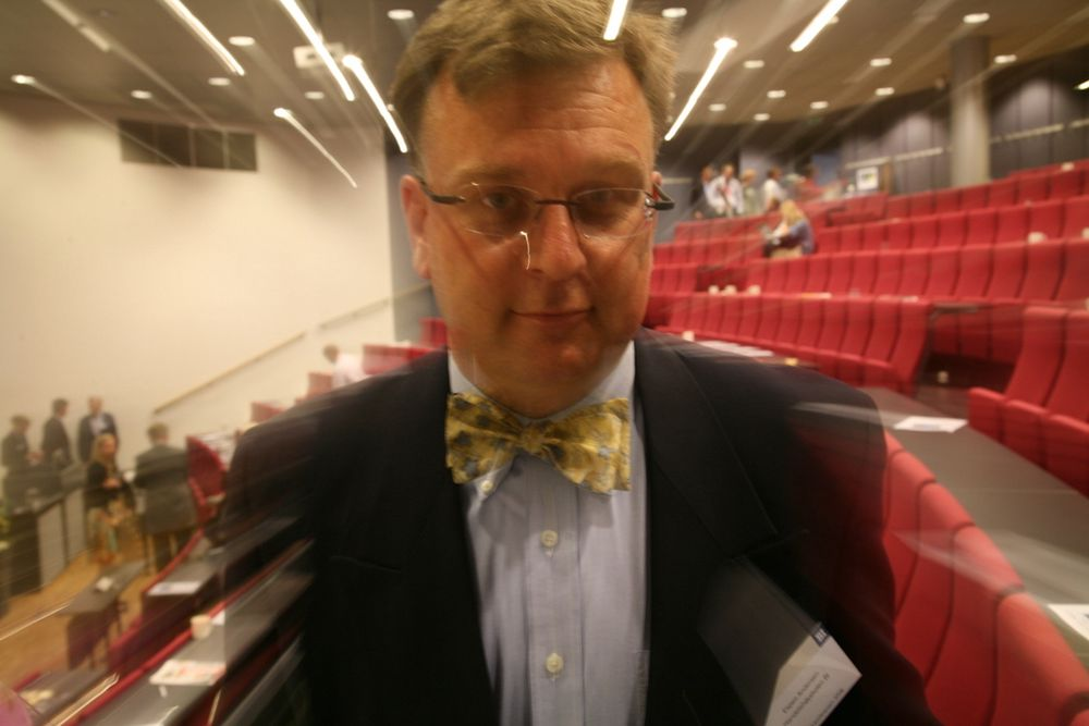 Førsteamanuensis Espen Andersen ved Handelshøyskolen BI kritiserer Memon-rapporten for ikke å ta for seg IKT-næringens oppdragende rolle for å skape et sunnere marked.