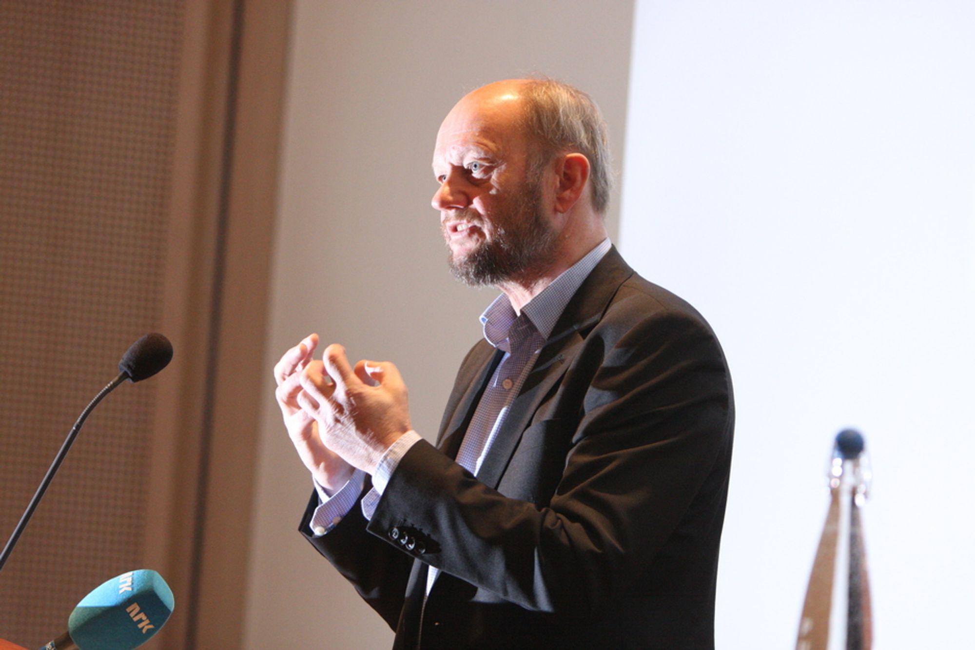 GLØDER FOR INDUSTRIEN: Stein Lier-Hansen i Norsk Industri etterlyser både stabil kraftproduksjon og CO2-kompensasjon for norske industribedrifter.