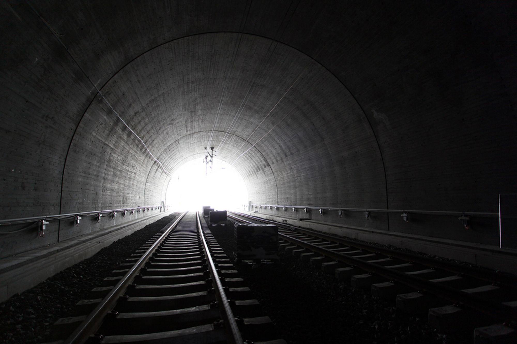 TBM? Mange venter i spenning på avgjørelsen om jernbanetunnelen mellom Oslo og Ski skal drives med konvensjonell sprengning, eller med tunnelboremaskin (TBM). Jernbaneverket håper å få bestemt drivemetoden allerede i år. (Illustrasjonsfoto, Bærumstunnelen)