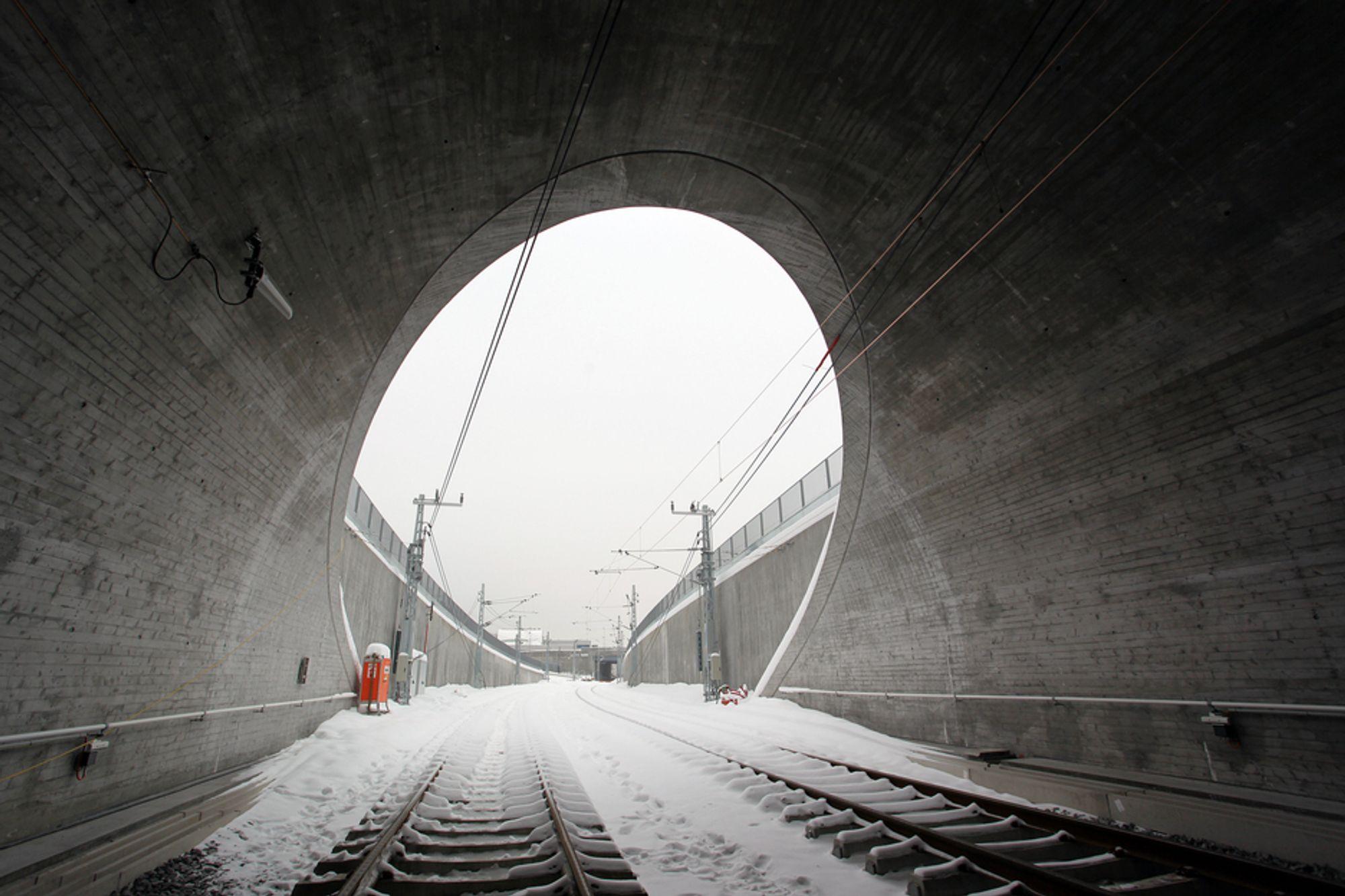 Dårlige geologiske undersøkelser fører til at tunnelprosjekter alltid blir dyrere enn forutsatt, viser svensk forskning. Her fra Bærumstunnelen.