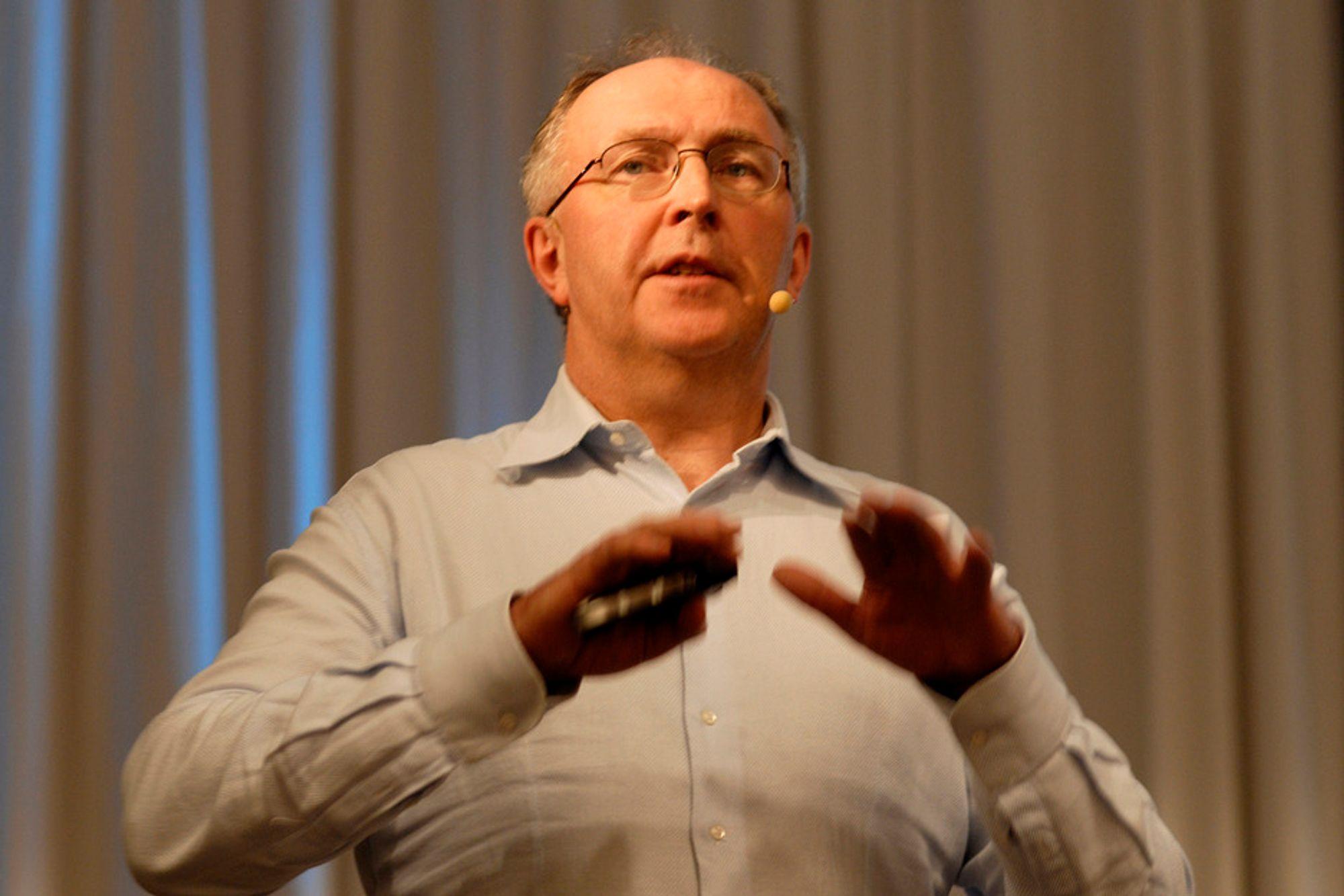 ØKTE UTSLIPP: På kort sikt øker  CO2-utslippene når det bygges utenlandskabler, sier Hydros energidirektør Arvid Moss.