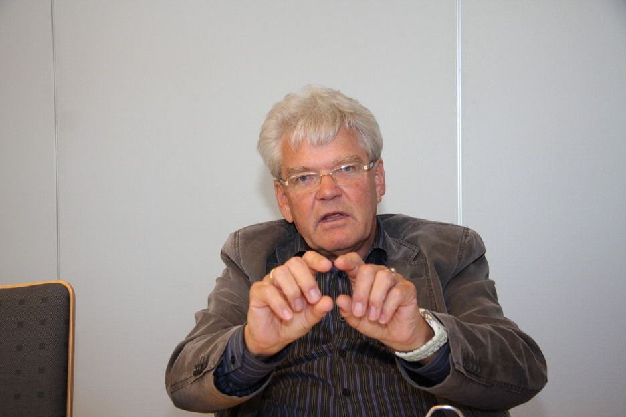 MINDRE OG MINDRE: President Carl Ludvig Kjelsen i Norsk Metallurgisk Selskap (NMS) opplever at materialfagene smelter sammen og griper inn i hverandre.