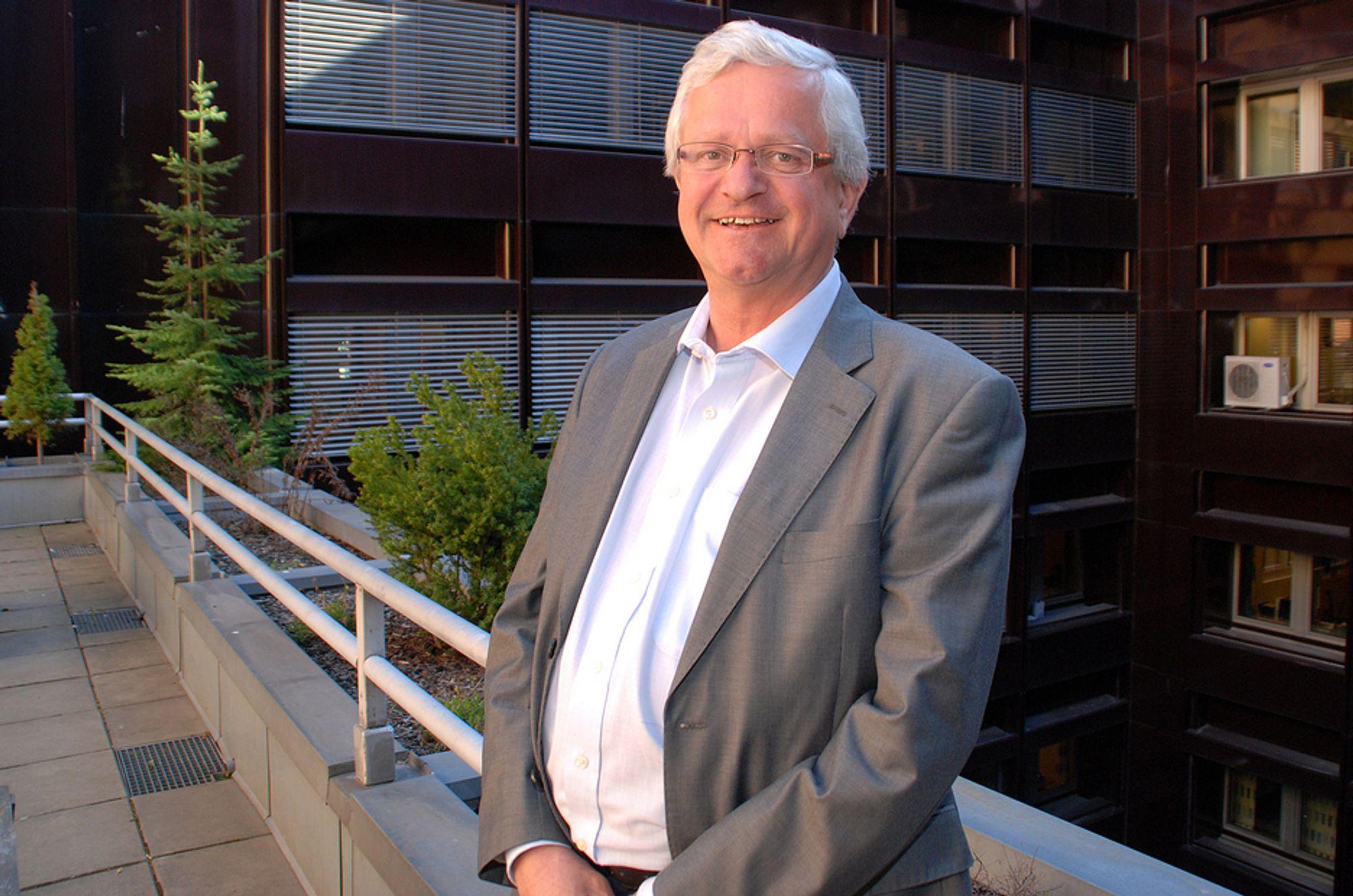 MÅ FLYTTE FOLK: BE, her ved assisterende direktør Gustav Pillgram Larsen, må flytte 22 ansatte til Gjøvik i løpet av året. Det koster.