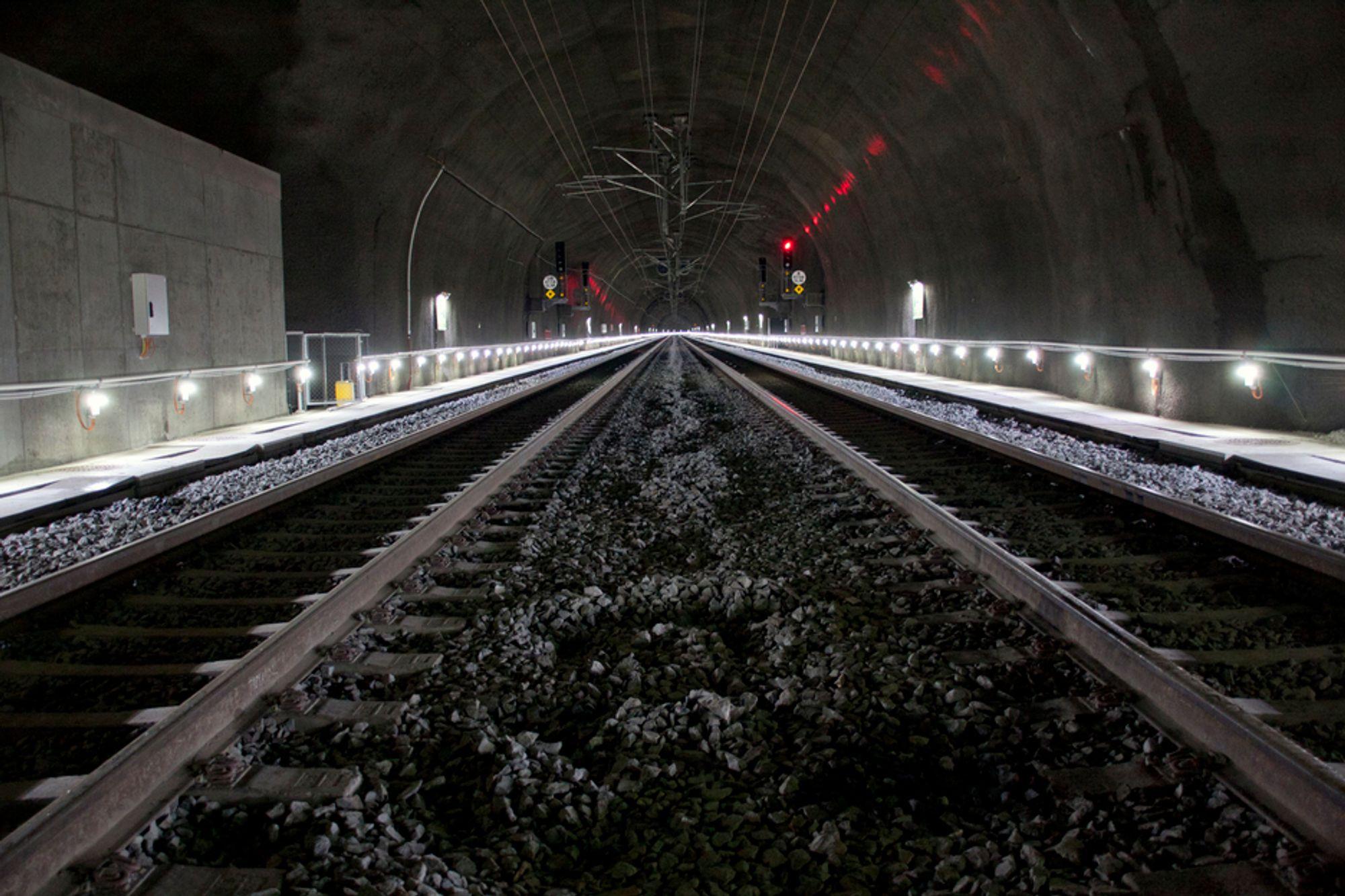 NY TUNNEL: Det første persontoget som skal kjøre gjennom Bærumstunnelen er et flytog med avgang fra Sandvika 04:24 søndag 28. august.