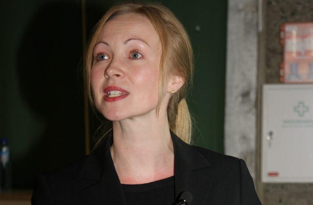 LANGT BAK: Lena Bygballe fortalte studenter og ledere på BM-dagen at det står dårlig til med FoU-viljen i norsk BAE-næring.