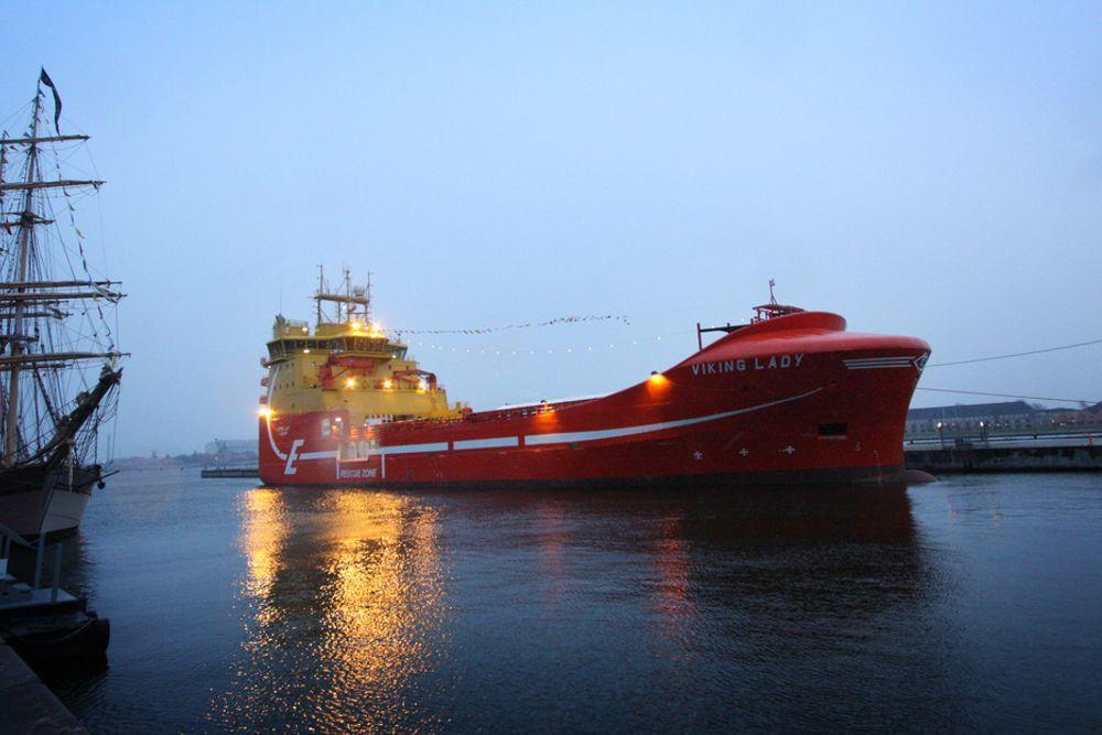 VISER VEI: Med batteripakke, brenselcelle og LNG-drift vil Viking Lady bli skikkelig hybrid. Her på vei inn til klimatoppmøtet i København i 2009.