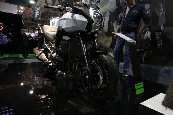 KAWASAKI: Kawasaki har tatt utgangspunkt i ramme og motor fra Z1000-modellen til sin SUV, kalt Versys 1000. En mindre versjon, Versys 650 har fått meget gode omtaler i motorpressen.