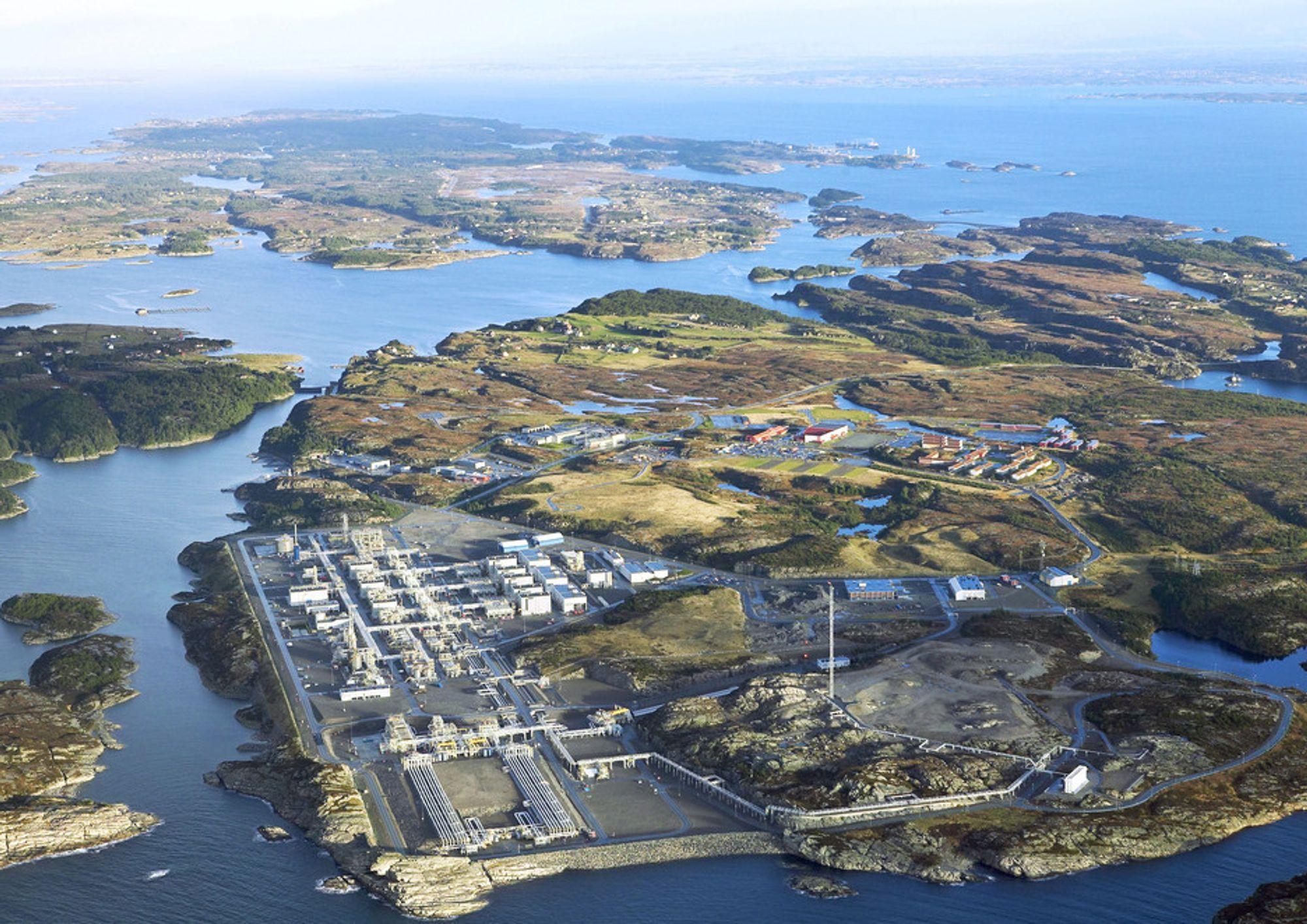 VIL RENSE: På Kollsnes i Øygarden kommune produserer BKK i dag kraft og varme basert på spillgass fra Gasnors LNG fabrikk. CO2-utslippet er litt over 24.000 tonn per år.