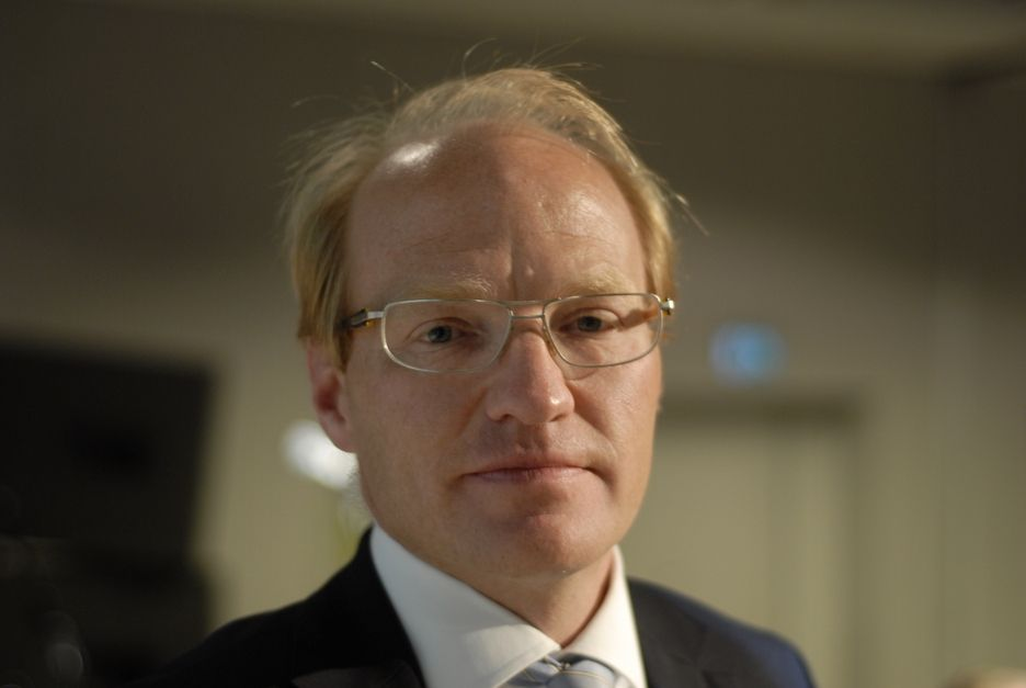 INNSIDEHANDEL: Advokat Peter Aall Simonsen, partner i Simonsen Advokatfirma, mener det norsk-svenske elsertifikatmarkedet bør få regler som hindrer innsidehandel og kursmanipulasjon.