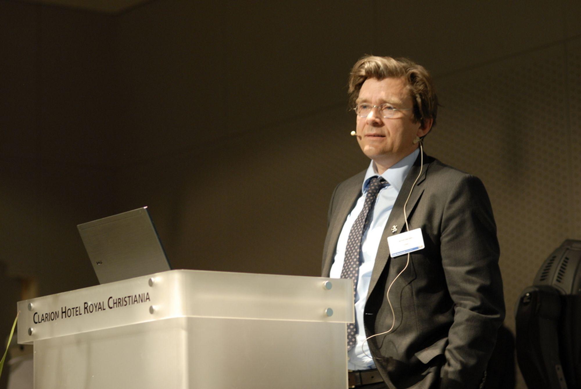 FORTSATT TRYKK: Stortingets mål om at 50 prosent av utbyggingen skal kunne komme i Norge, krever et fortsatt trykk på saksbehandling av vindkraftprosjekter, sier Norwea-sjef Øyvind Isachsen.