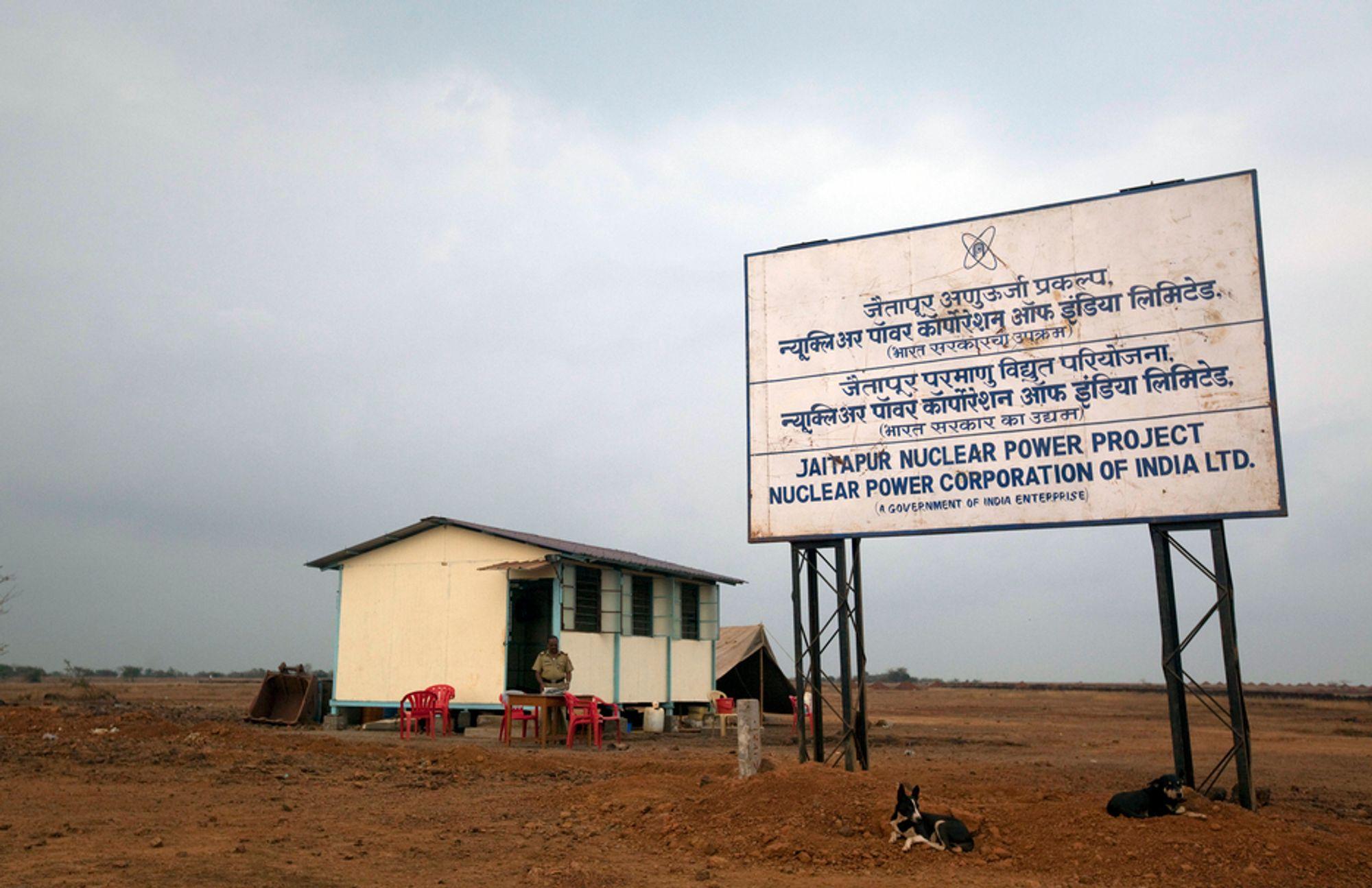 MOTSTAND: Det er liten aktivitet på stedet hvor indiske myndigheter planlegger å starte byggingen av verdens største kjernekraftverk. Men motstanden mot prosjektet er stor i lokalbefolkningen.