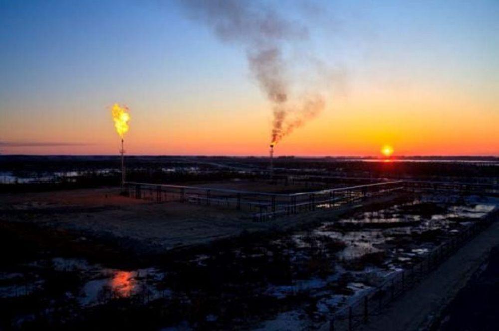 GIR KVOTER: Ved dette oljefeltet i Sibir har Mitsubishi redusert faklingen. Det gir millioninntekter på klimakvoter gjennom JI-systemet.