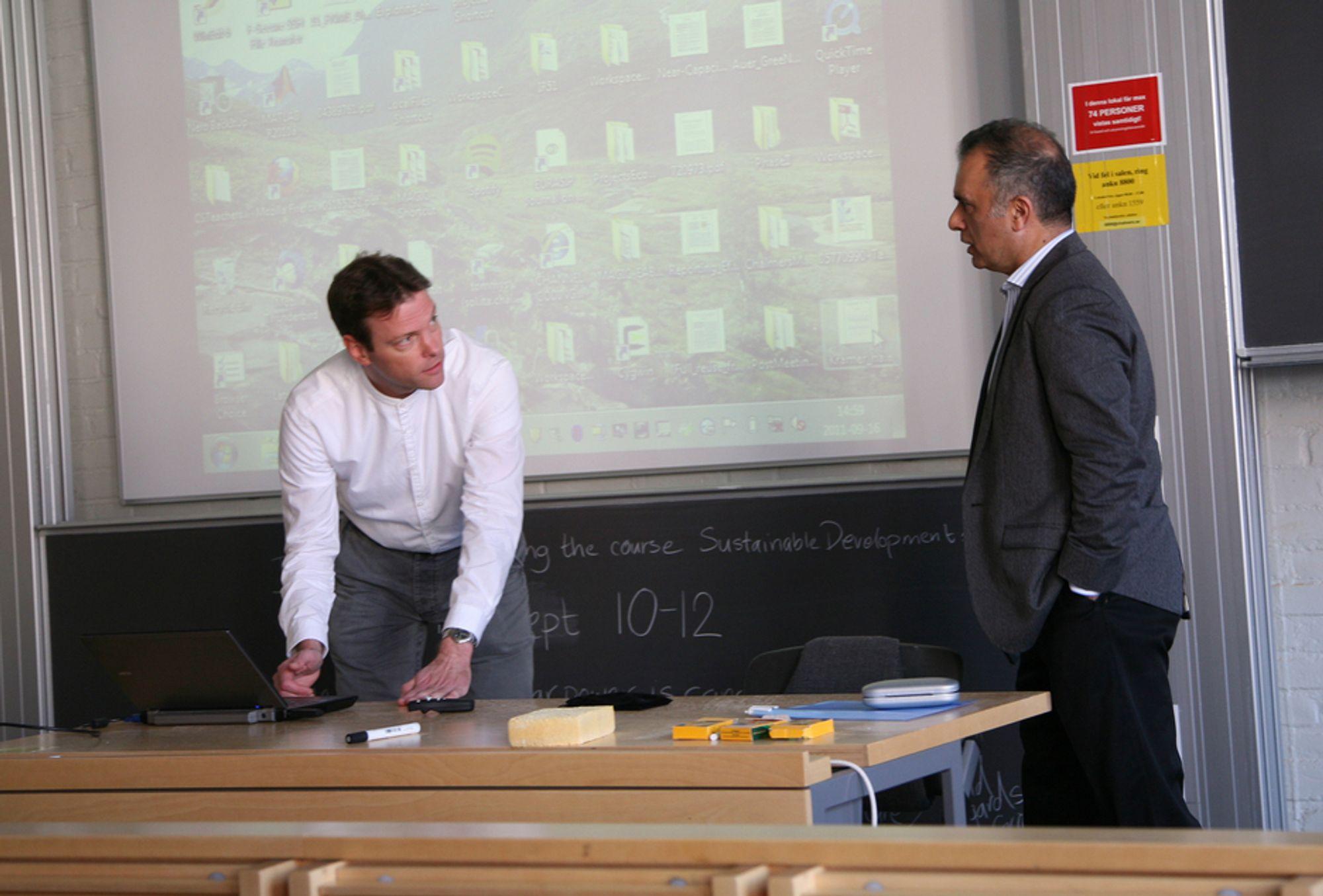 KOMMENDE: Tommy Svensson (til venstre) og Javan Erfanian skisserer et betydelig smartere mobilnett enn det vi har i dag.