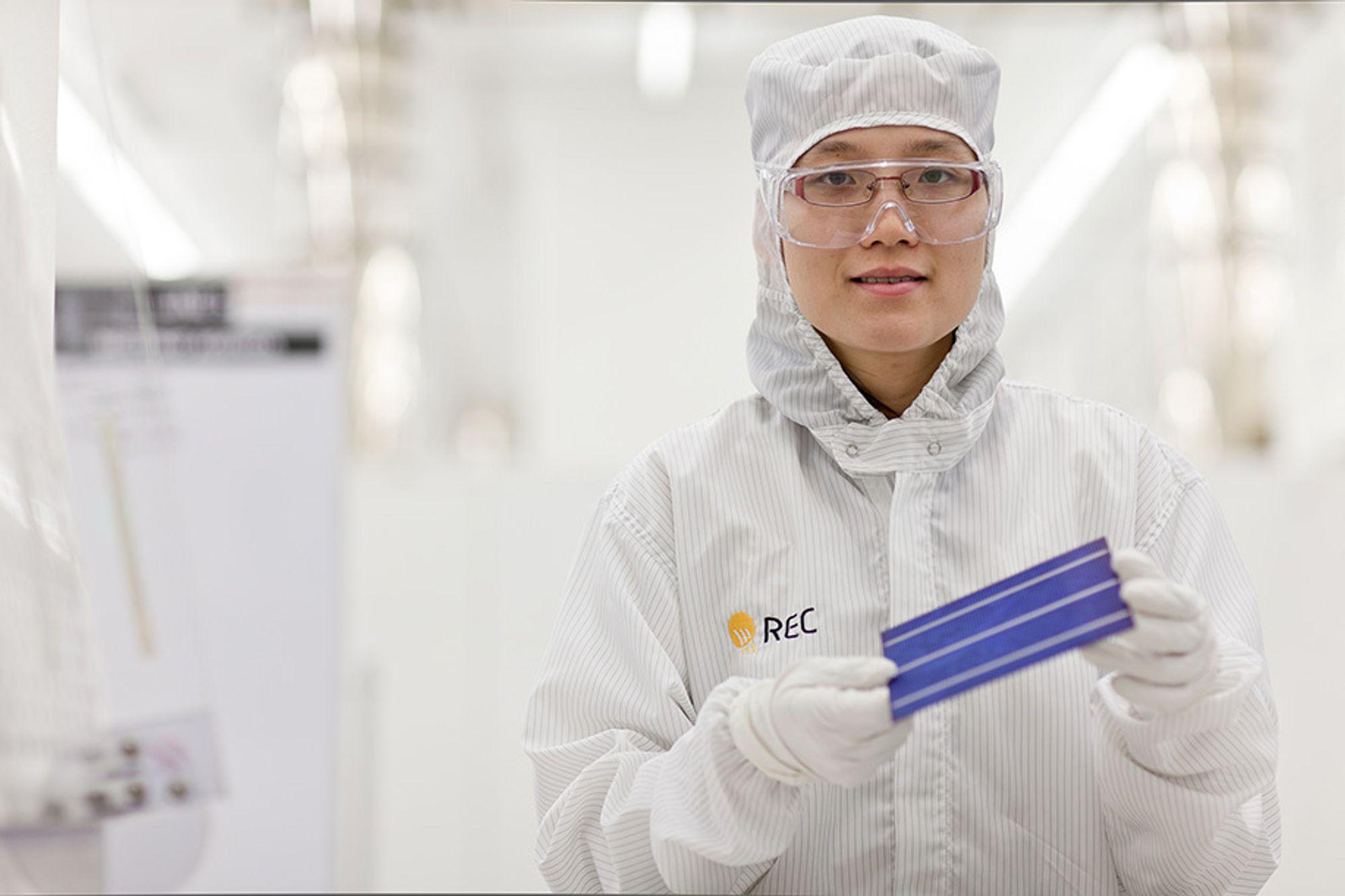 FORTSETTER: Mens Recs solcelleproduksjon i Singapore fortsetter, må 500 permitteres i Norge. Svakt resultat i andre kvartal er noe av årsaken.