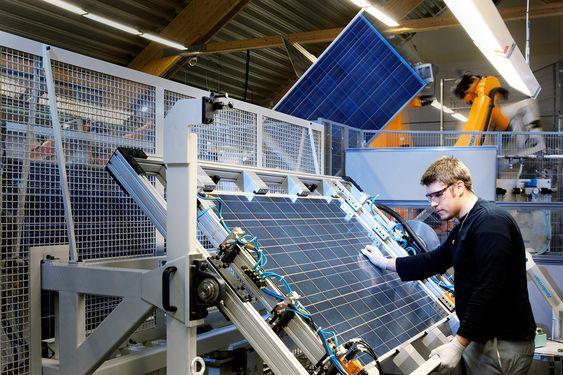Recs solcelleproduksjon i Tuas, Singapore Recs solcelleproduksjon i Glava, Sverige Rec ScanModules solcelleproduksjon i Glava, Sverige. Produksjonen her ble bestemt nedlagt fra årsskiftet 2011.