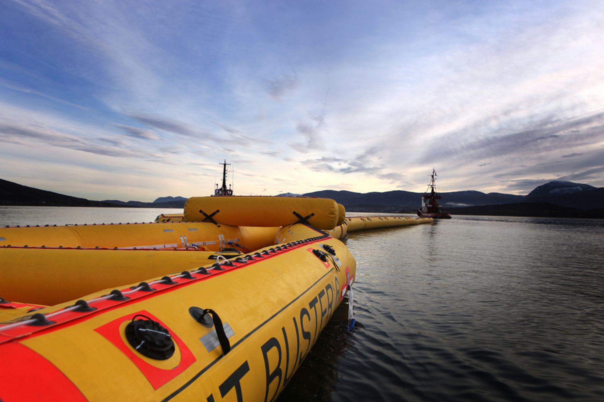 Fortsatt norsk deltakelse i Copernicus-programmet er avgjørende for overvåkning av oljesøl, er blant argumentene i sju norske organisasjoners brev til regjeringen. Her illustrasjonsfoto fra testing av ny Nofi-teknologi utenfor Tromsø.