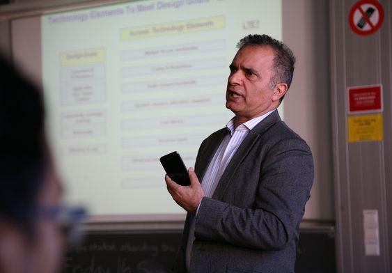 """Javan Erfanian, direktør for """"emerging technologies"""" i teleselskapet Bell Mobility i Canada."""