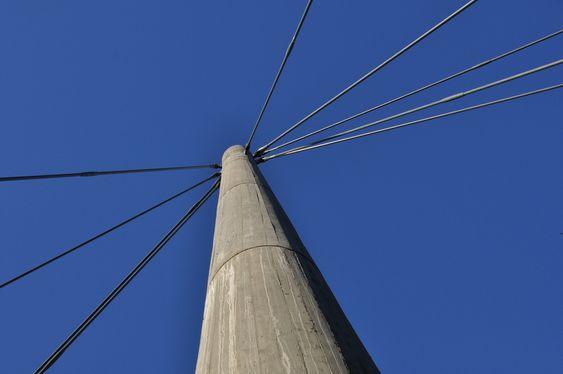 SKRÅSTAG: Tårnene til Jerusalem bro rager 33 meter over bakken.