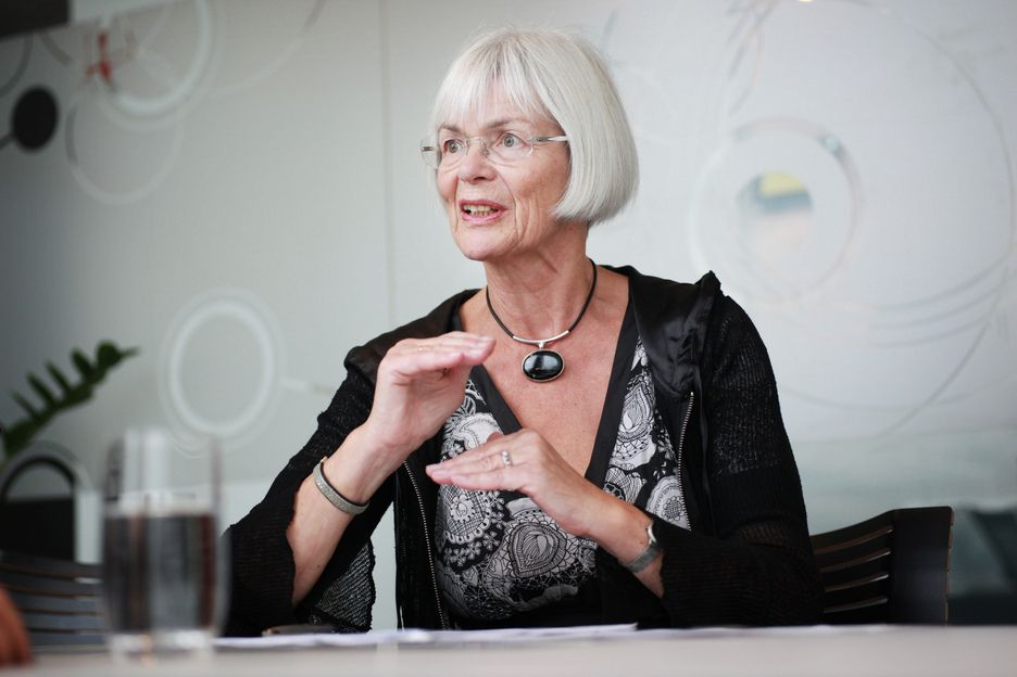 BLANDING: Forsknings- og høyere utdanningsminister Tora Aasland mener man må begynne så tidlig som mulig med realfag, og helst kombinere det med litt humaniora.