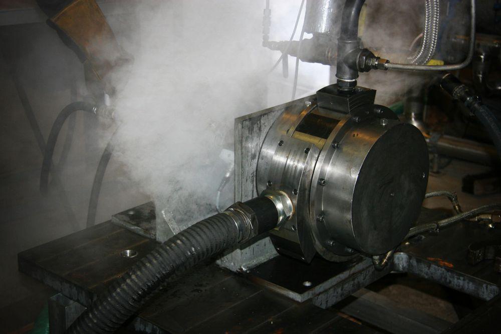 TESTES: Prototypen omdanner lavtemperaturdamp fra søppelforbrenningsanlegget på Hurum til elektrisitet.