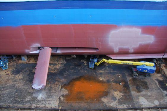 VINGE: Stabilisator til et cruiseskip. Likende stabilistaorvinge på hurtigruteskipet Nordlys var ute og medførte sprekkskade i sjakten den foldes inn når den ikke er i bruk. Antakelig er det denne sprekken som ga skipet kraftig slagside natt til fredag.