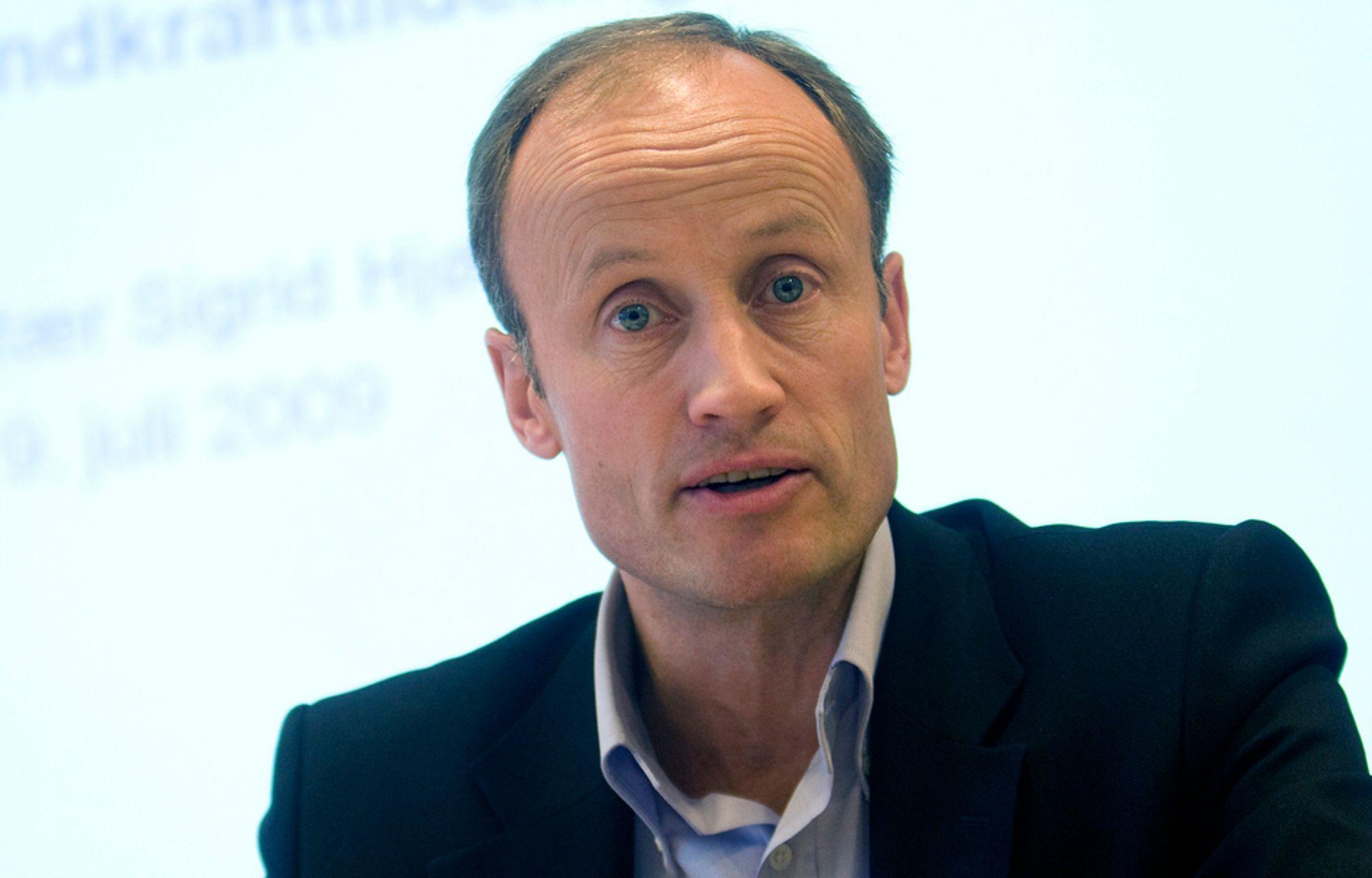 HALVÅR I UVISSE: Enovas administrerende direktør Nils Kristian Nakstad må gå nesten et halvt år i uvisse før Stortinget vedtar hvor mye penger Enova kan bruke i år.