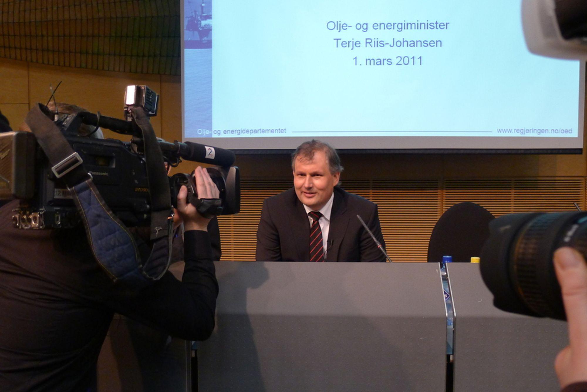 GRUNDIG GJENNOMGAN: ¿ Vi er mange som har lest mye og vi har gått grundig igjennom det som har kommet inn, forsikrer Terje Riis-Johansen på dagens pressekonferanse.