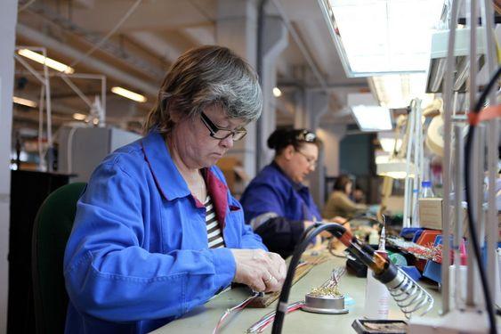 Det er populært å arbeide ved den norske bedriftens avdeling i Murmansk. Lønnen kommer til avtalt tid, og arbeidsavtalene er ryddige. Mennene har en time lengre arbeidsdag enn kvinnene.
