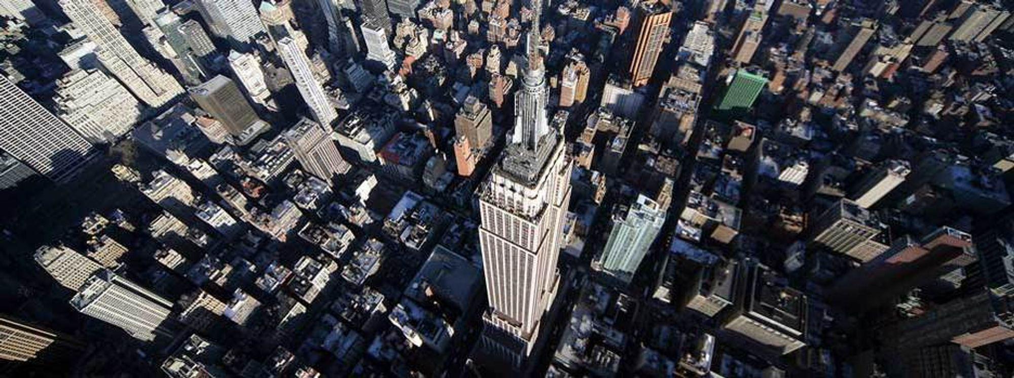 KOSTER MINDRE: Ikonet Empire State Building i New York sparer mange millioner dollar hvert år på enkel og billig effektivisering som er tjent inn på bare tre år. - Kostnaden per watt for energieffektivisering er en tredjedel eller en fjerdedel av kostnaden for fornybar energi, sier Anthony Malkin i Empire State Building Company.