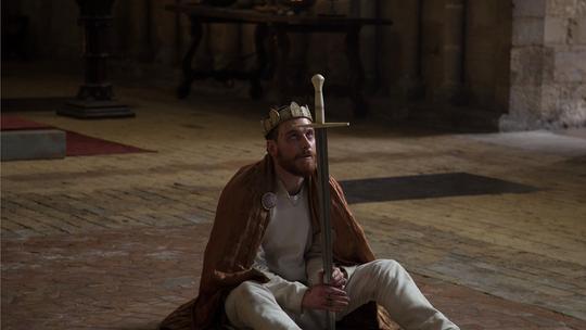 Michael Fassbender på randen av galskap som den dødelig ambisiøse Macbeth.