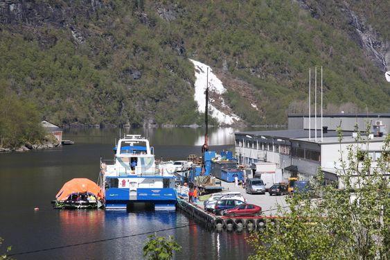 GODKJENNES: Livbåten er testet og ligger ved siden av Rygertroll.
