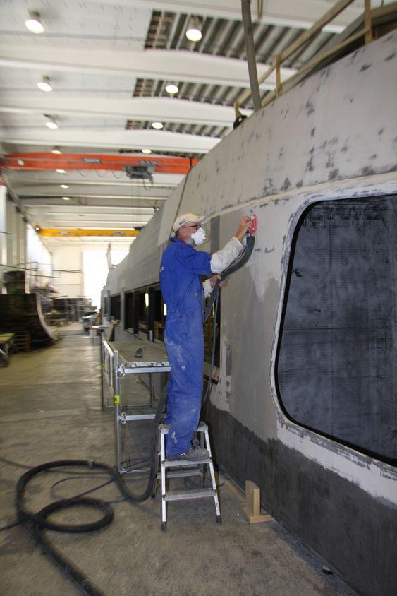 FINSLIP: Overbygget til en 40 meter lang hurtigbåt i hallen hos Brødrene Aa. Verftet kan i gjennomsnitt bygge fem båter i året.