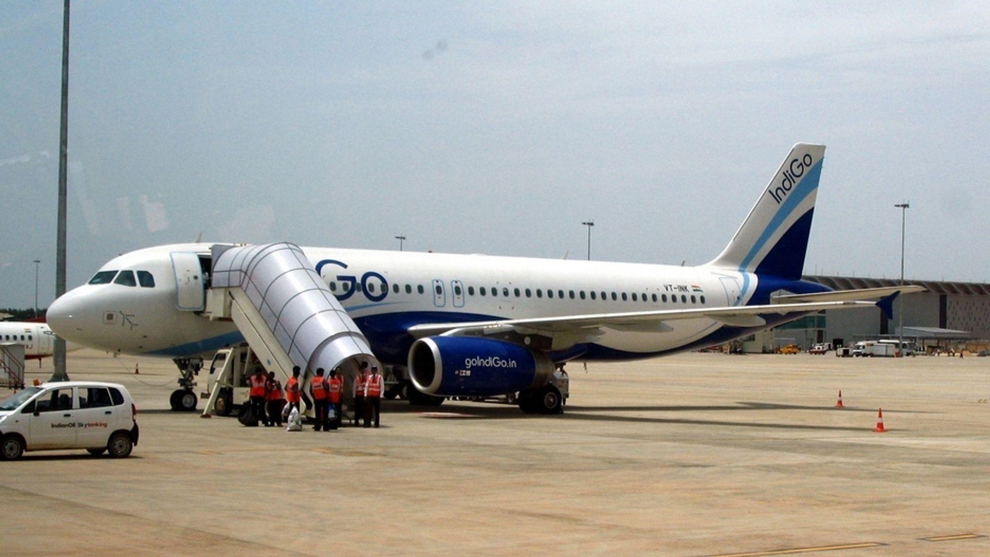 Et Airbus A320-fly på den internasjonale lufthavnen i Bangalore. IndiGo er i ferd med å få levert de 100 A320-maskinene de bestilte for 5,5 år siden, og har nå lagt inn en bestilling på 180 fly til.