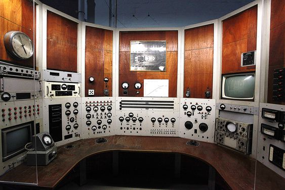 Niels boHr ikke her lenger: Men en gang i tiden var dette kontrollrommet en verdensattraksjon.