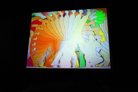 Billedkunst: Å slå hjul kan bli til et kunstverk om man  har et videokamera som fanger opp bevegelsene og manipulerer bildet før det blir vist på skjermen.