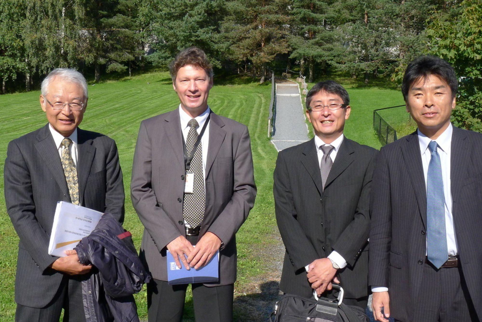 PÅ BESØK: Professor ved National Graduate Institute for Policy Studies Grips, Yoshitsugu Kanemoto, direktører i Kansai Electric Power Shimpei Konishi og Koji Teramachi besøkte Statnett. Her sammen med senior rådgiver i Statnett Anders Sivertsgård.