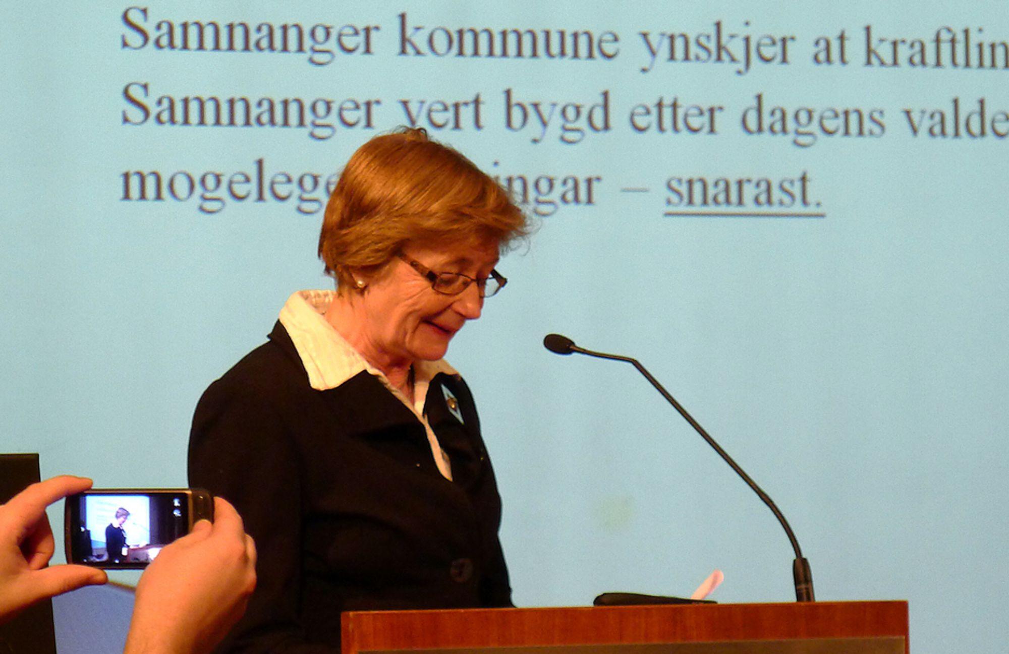 STOLT: - Jeg er stolt over å være vertinne i en kraftkommune. Ny linjekapasitet gir nye muligheter, sier Samnanger-ordfører Marit A. Aase.