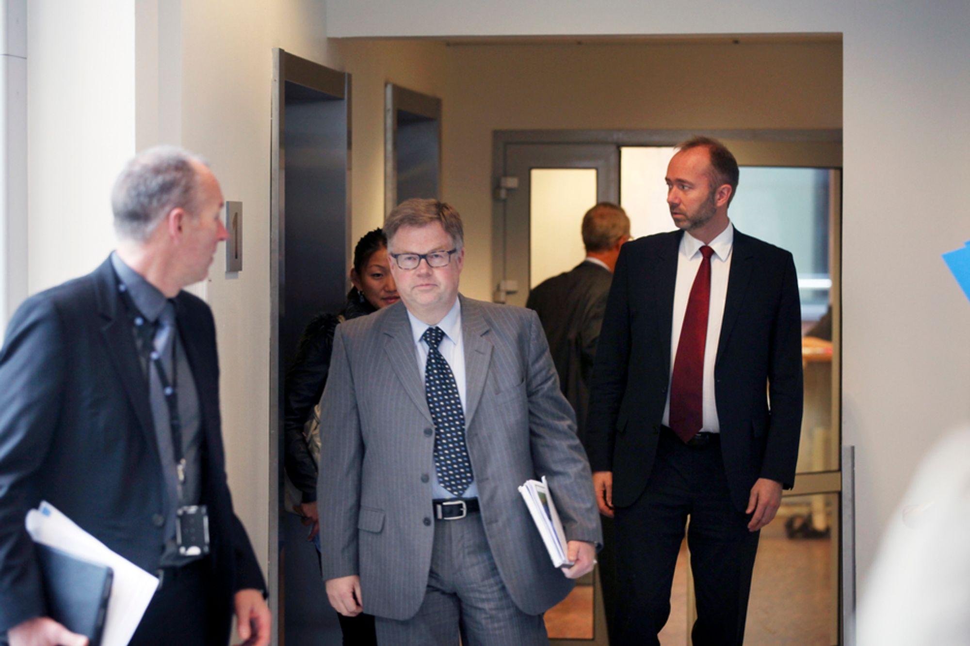 Nærings- og handelsminister Trond Giske (t.h.) og konsernsjef Bjørn Wiggen orienterte mandag pressen om eierskapet i REC.