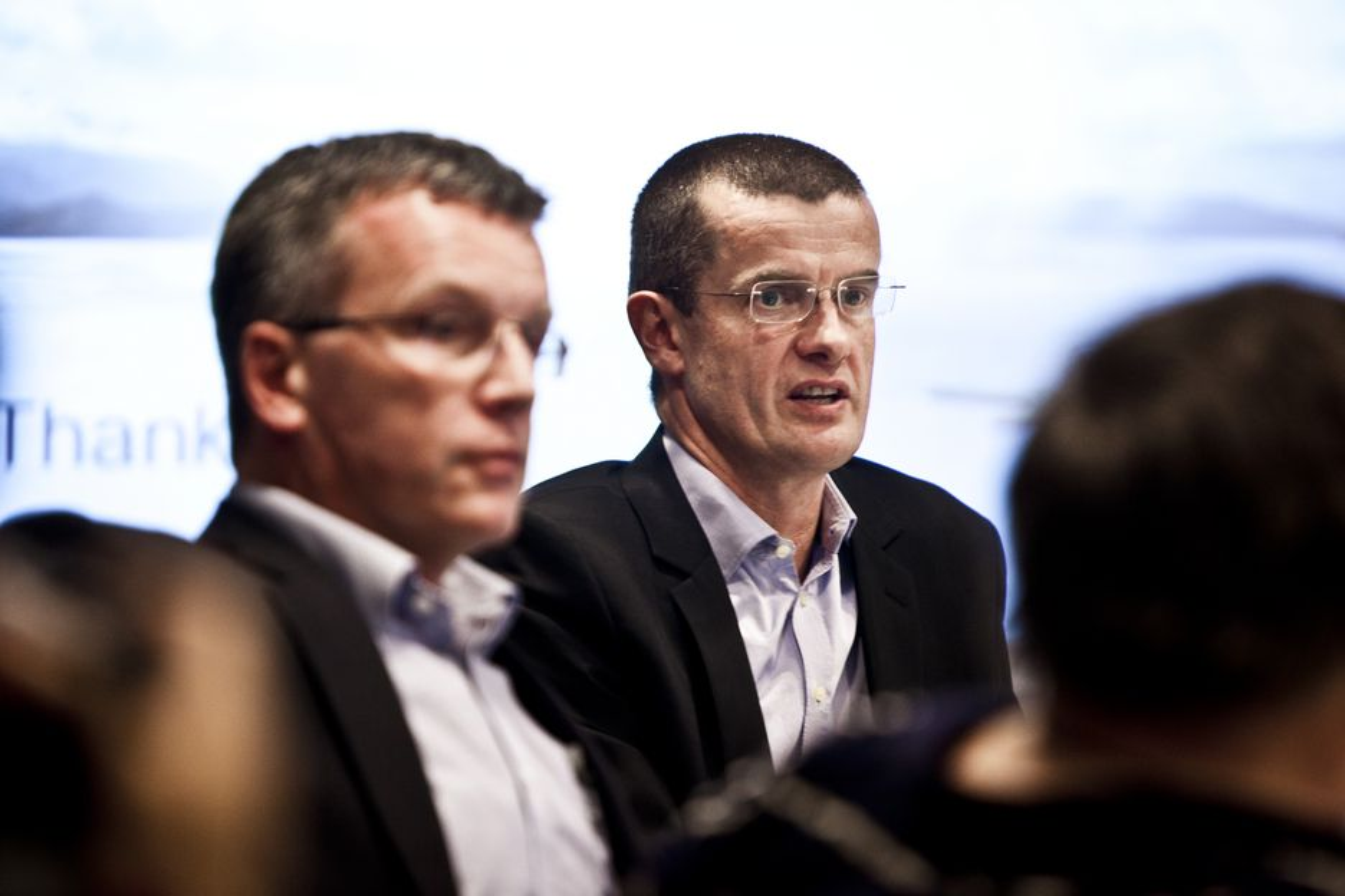"""Fra venstre Eirik Wærness og Klaus Mohn la frem rapporten""""Energy perspectives"""" i dag. Urolig marked, høy oljepris og mer grønn energi er nøkkelord."""