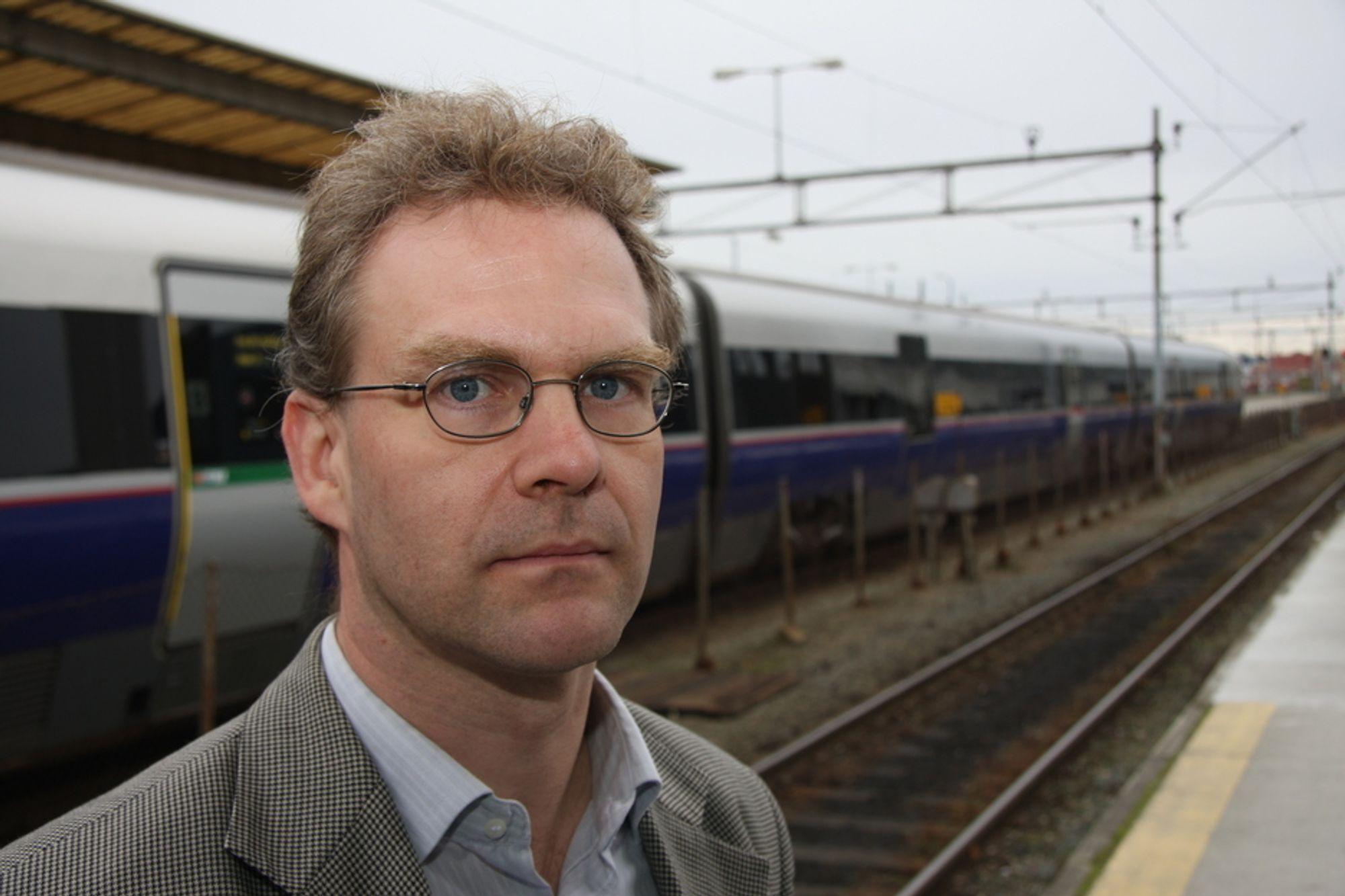 ETTERLYSER HELHETLIG PLANLEGGING: - Man har slitt med en helhetlig planlegging av jernbanen siden Nordlandsbanen åpnet, sier professor i prosjektledelse for bygg, anlegg og transport ved NTNU, Nils Olsson.