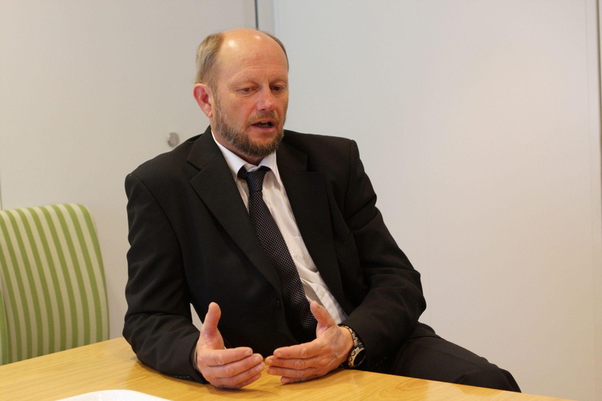 KRITISK: ¿ I Norsk Industri aksepterer vi ikke at særnorske avgifter tvinger industri helt ned i knestående. Da er vi milevis unna den «level playing field» som sikrer at konkurransen skjer på like vilkår, sier Stein Lier-Hansen