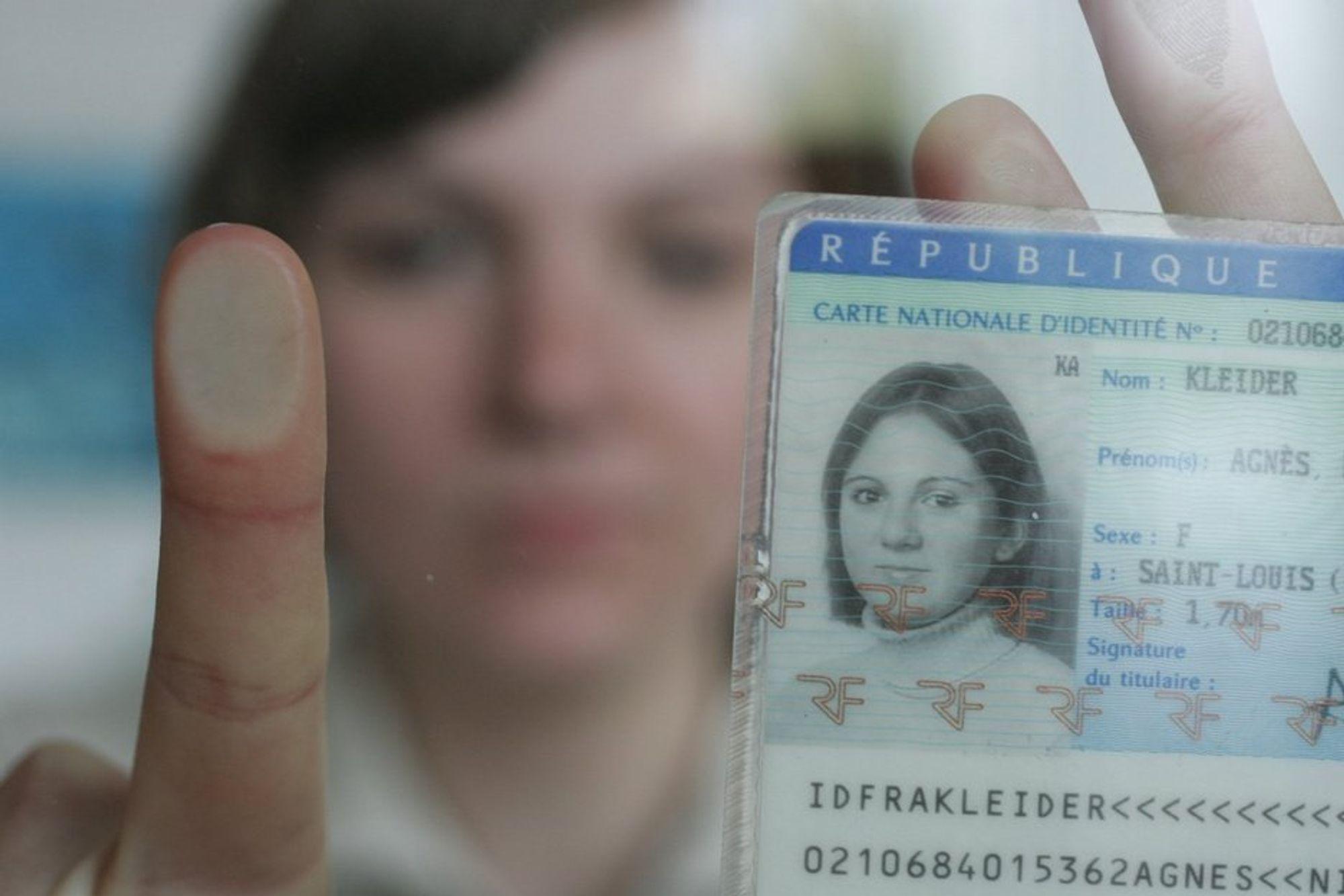 Et nytt it-system med digitale fingeravtrykk som lagres i en sentral database skal hindre id-tyveri og falsk innpass i Schengenområdet.