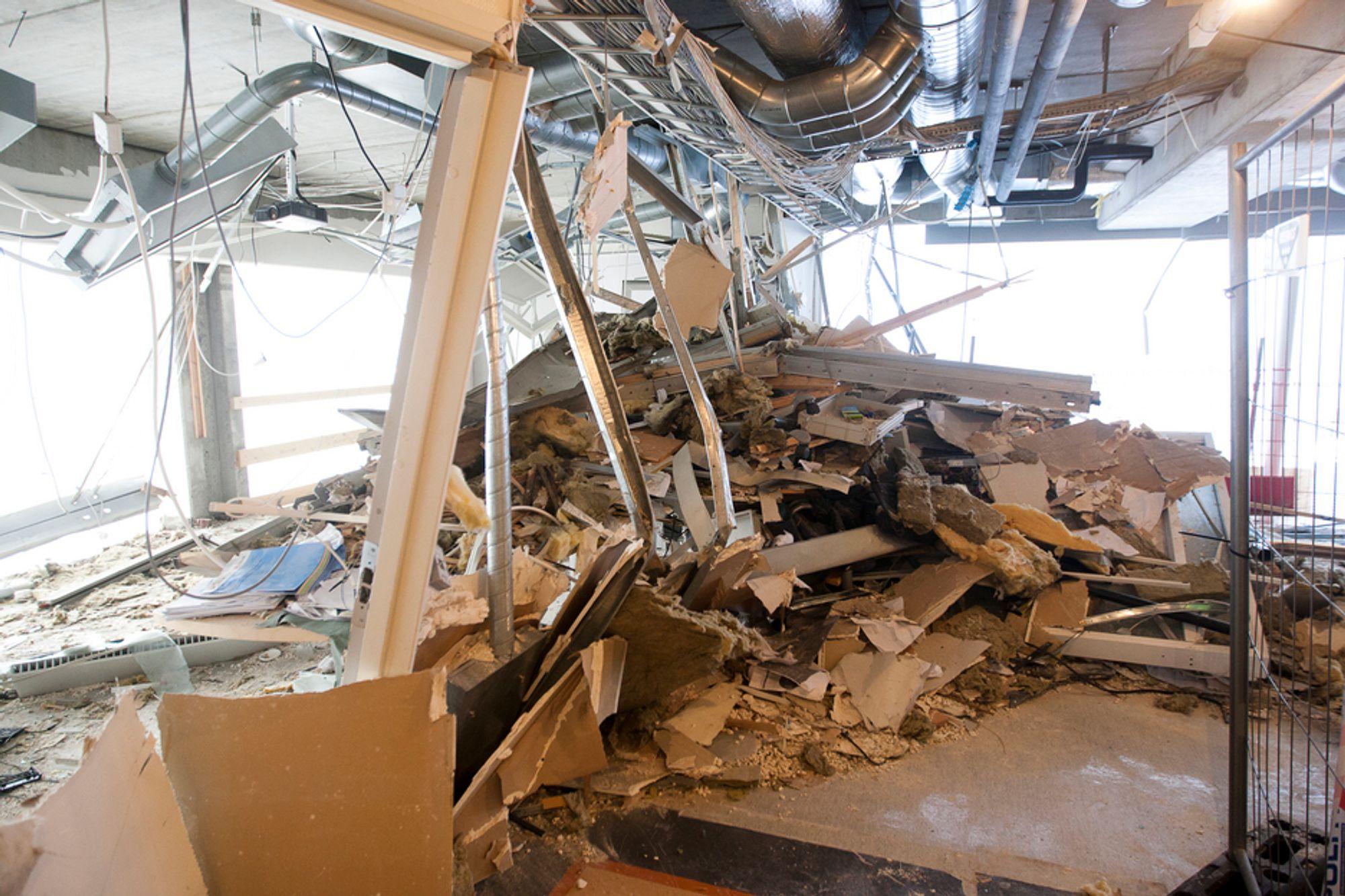 Høyblokka i regjeringskvartalet har tydelige skader, men så lenge skadene på bygningskonstruksjonen ikke er alvorlige, mener riksantikvaren at høyblokka skal få stå.