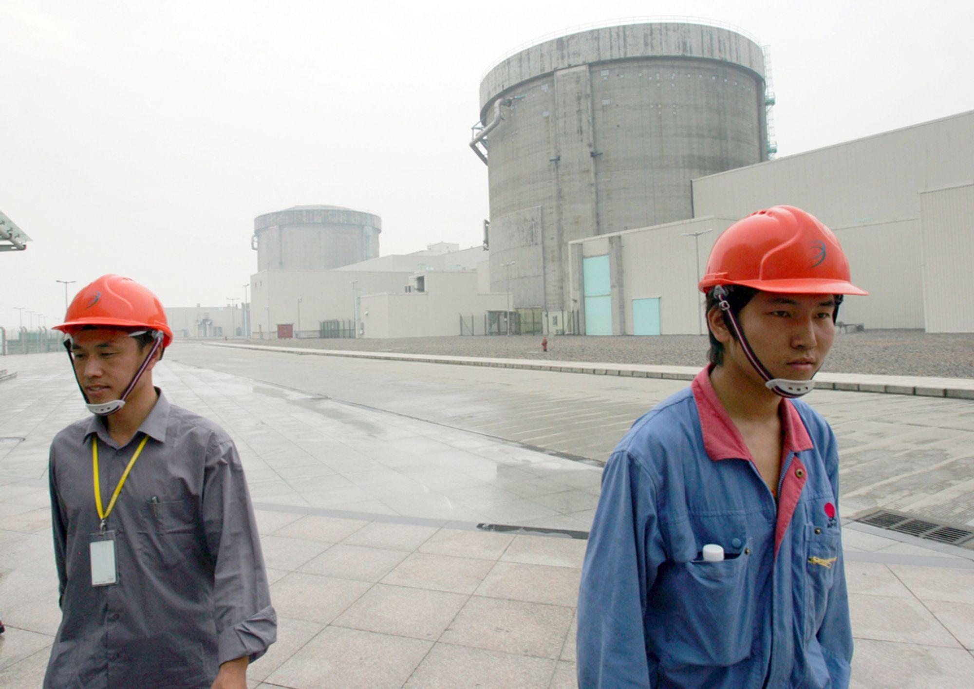 NERVØSE? Kina varsler en grundig gjennomgang av landets atomkraftverk, som dette i Qinshan i Zhejiang-provinsen, og legger planene om bygging av nye anlegg på is.