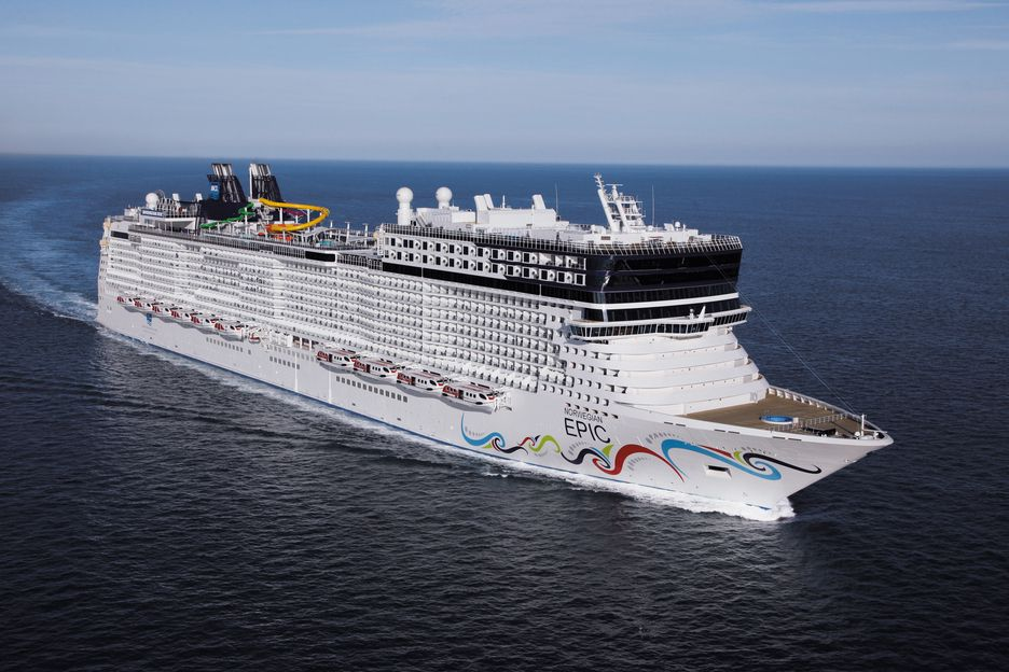 FLYTENDE BY: Med rundt 6.000 personer om bord, er det godt for kapteinen på Norwegian Epic å vite at han kan holde oversikt over at alle kommer til samlingsstasjonene i tilfelle krise.