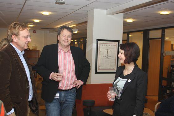 BESØK: Fra venstre ansvarlig redaktør Tormod Haugstad, administrerende direktør Jan Moberg og Maria Amelie.